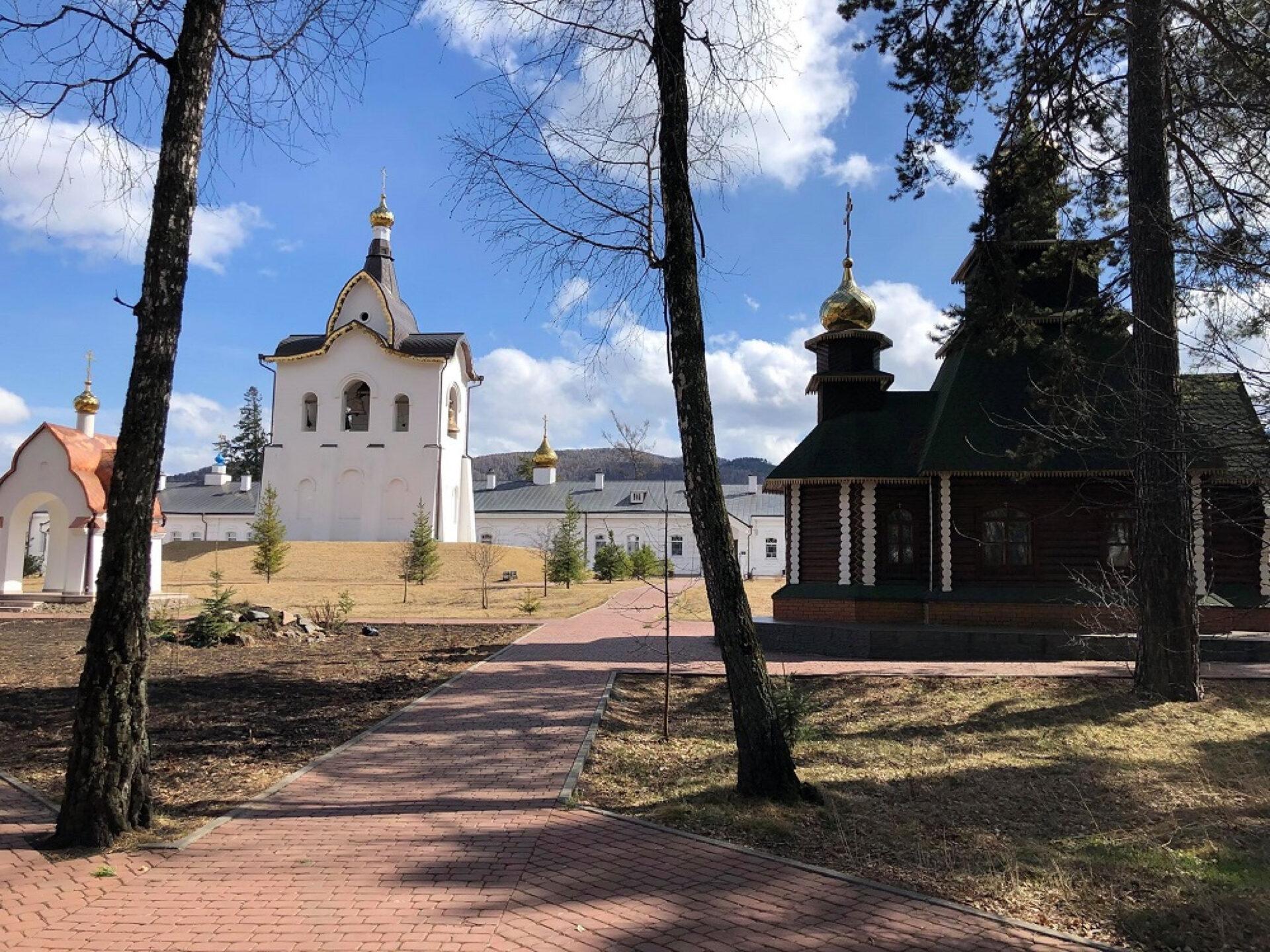 Прогулка потерритории Свято-Успенского монастыря вокрестностях Красноярска