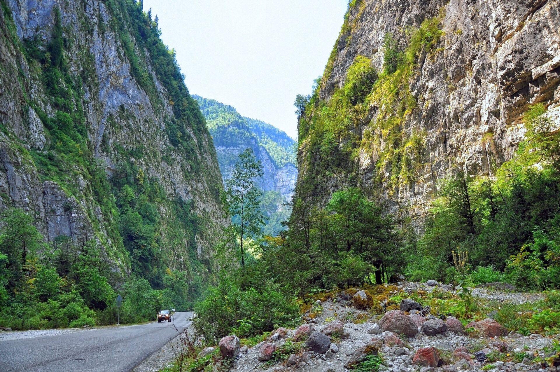 Абхазия: Ущелья иВодопады