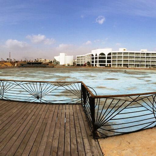 Заброшенный отель-призрак в Шарме