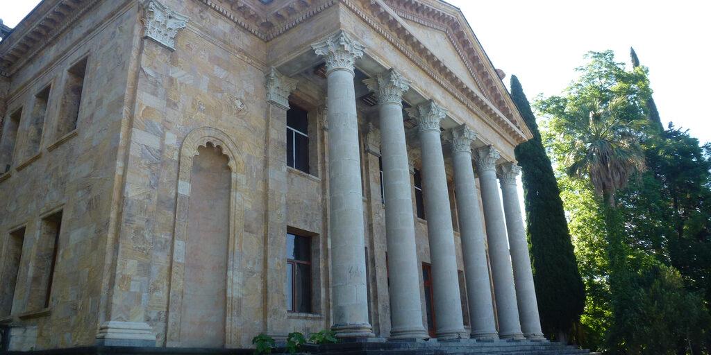 Зимний театр в Гагре